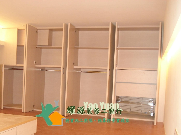木工衣柜内部~有别於系统柜的包覆